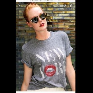 💋 NWT CHASER New York Lips Tee 👄